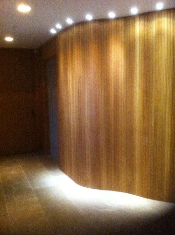 Revestimiento con perfil de madera muebles yuste - Pared de madera decoracion ...